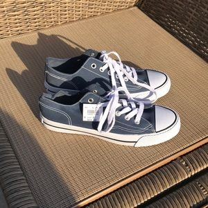 Converse airwalk blue shoes. NWTS size 8 💙
